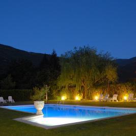 Piscine de l'hôtel Flòrido la nuit